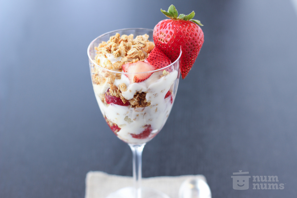 KIND oats & honey clusters strawberry banana parfait