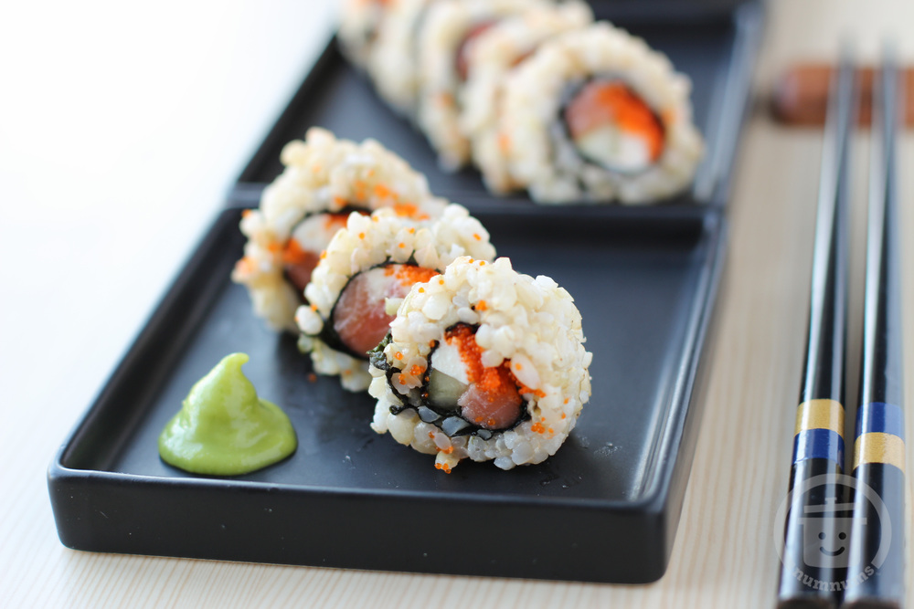smoked salmon & cream cheese sushi (philly roll)