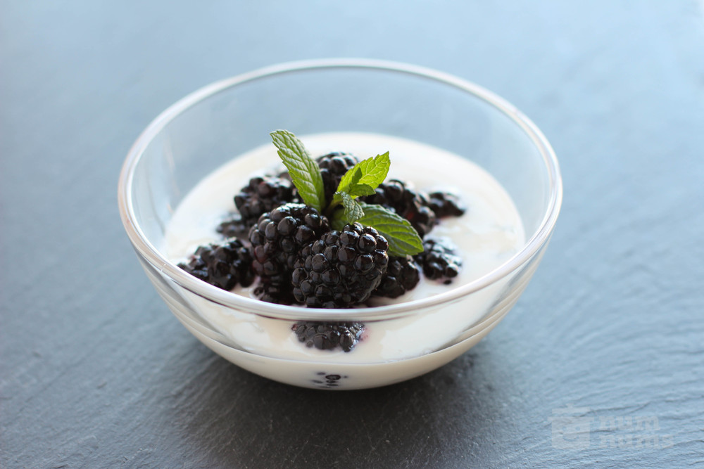 jacques pepin\'s blackberries in creamy honey sauce