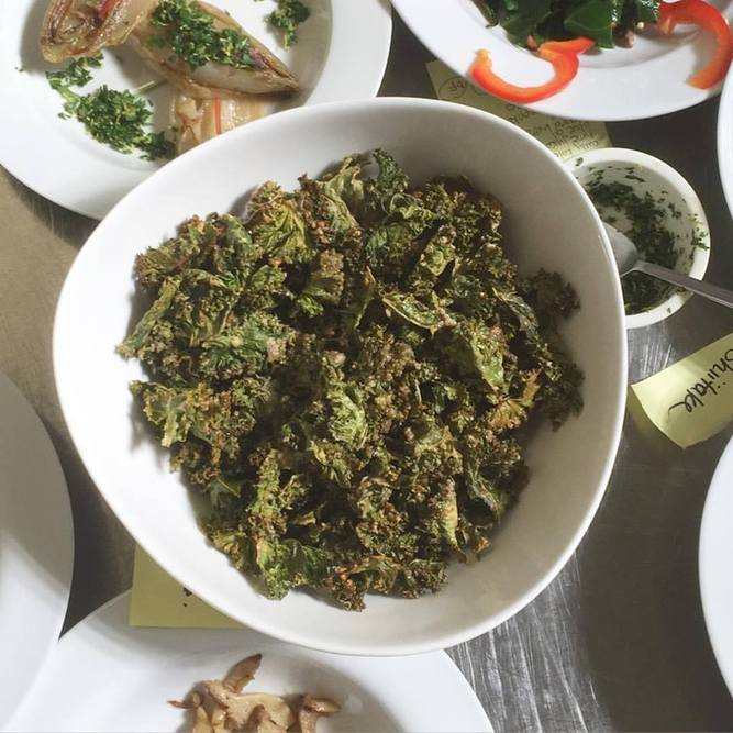 Sweet and Spicy Kale Chips on numnums.com